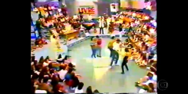 "Na Globo, Serginho Groisman exibe imagens do ""Programa Livre"", do SBT"