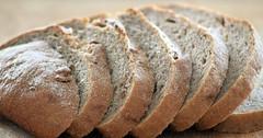 """Das Brot. Die Brote. Die Brotscheibe. Die Brotscheiben. Das Brot wurde in Scheiben geschnitten. • <a style=""""font-size:0.8em;"""" href=""""http://www.flickr.com/photos/42554185@N00/29100953113/"""" target=""""_blank"""">View on Flickr</a>"""