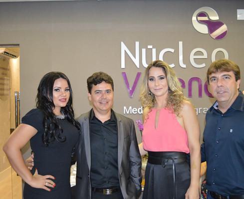Cybelle com Edlaine e Renildo, da Centralfarma, com o gerente Jesney