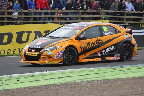 Matt Neal in BTCC race two at Knockhill Weekend 2016