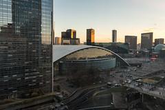 La Défense (Paris) - Night Shots - Vue sur le CNIT à travers la vitre d'une chambre de l'hotel Pullman
