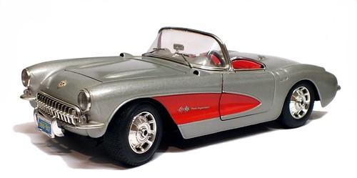 17 Burago Corvette 1957