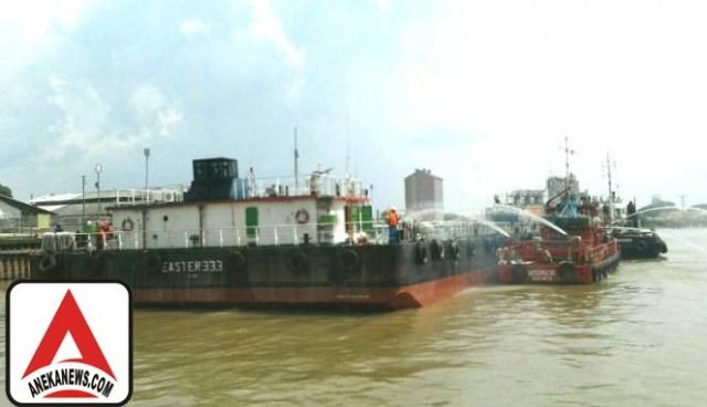 #Terkini: Kapal Tongkang Minyak Pertamina Meledak, Satu Orang Tewas