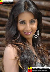 South Actress SANJJANAA Photos Set-7 (19)