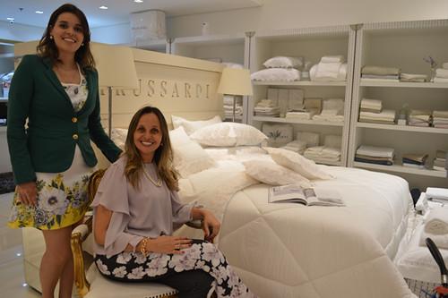 No elegante ambiente da Damiani, Yáscara Damião e Karina Damião Condé