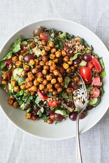 Lentilha, tomates, pepino e especiarias, entre outros ingredientes