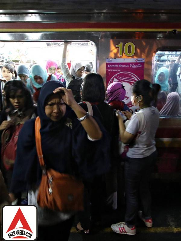 #Gosip Top :Editor Says, Miniatur Orang Indonesia di KRL Jabodetabek