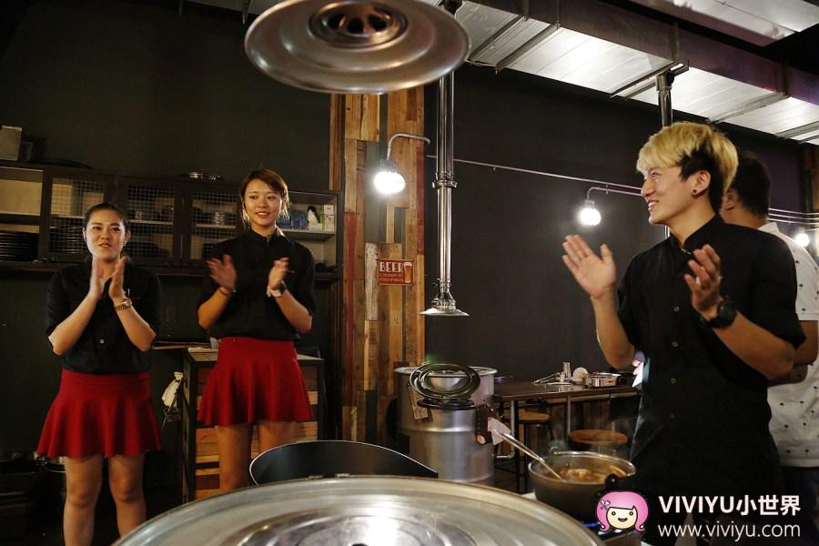 [台中.美食]一桶 tone 韓式新食.圍著汽油桶吃烤肉~光輝10月歡慶活動.竟然出現跟手臂一樣長的海熊蝦! @VIVIYU小世界