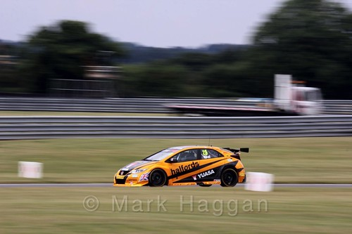 Matt Neal in Touring Car action during the BTCC 2016 Weekend at Snetterton