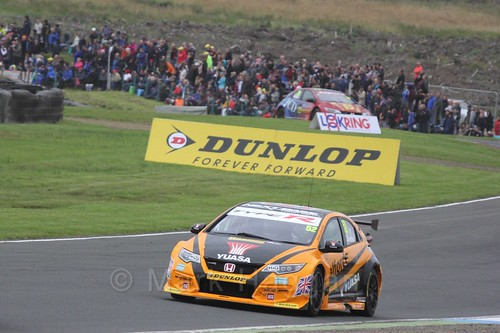 Gordon Shedden in race one during the BTCC weekend at Knockhill, August 2016