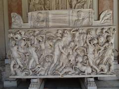 2011 05 10 Vatican museum - Pio- Clementine octoganal court - Sarcophagus - Achilles and Penthesilea Amazon battle 3rd century