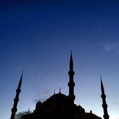 Mezquita azul sobre fondo azul #turquia #estambul #mezquitaazuk