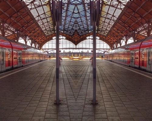 """Der Lübecker Bahnhof - doppelt, gespiegelt mit der App Mirror Effect. • <a style=""""font-size:0.8em;"""" href=""""http://www.flickr.com/photos/91404501@N08/28531518014/"""" target=""""_blank"""">View on Flickr</a>"""