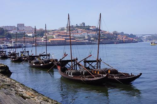 """Porto - Bateaux """"déco"""" sur le Douro"""
