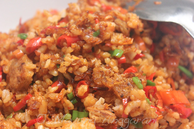 Mayang style garlic-chili fried rice: Steamy, spicy, extra crunchy.