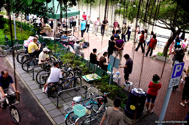 Normal Sunday Music and dance by the Shing Mun River.