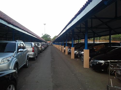 Parkir Mobil Inap Bandara (2/3)
