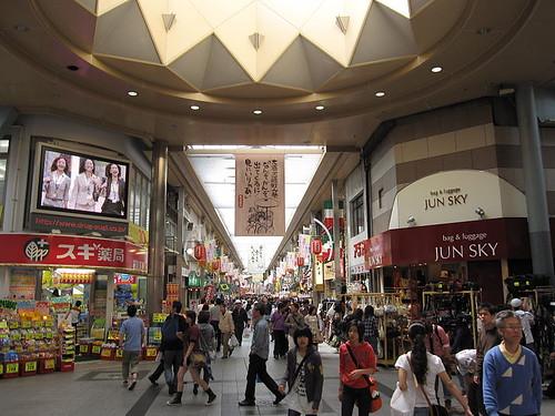 800px-Main_shopping_street_(Osu_in_Nagoya,_Japan)