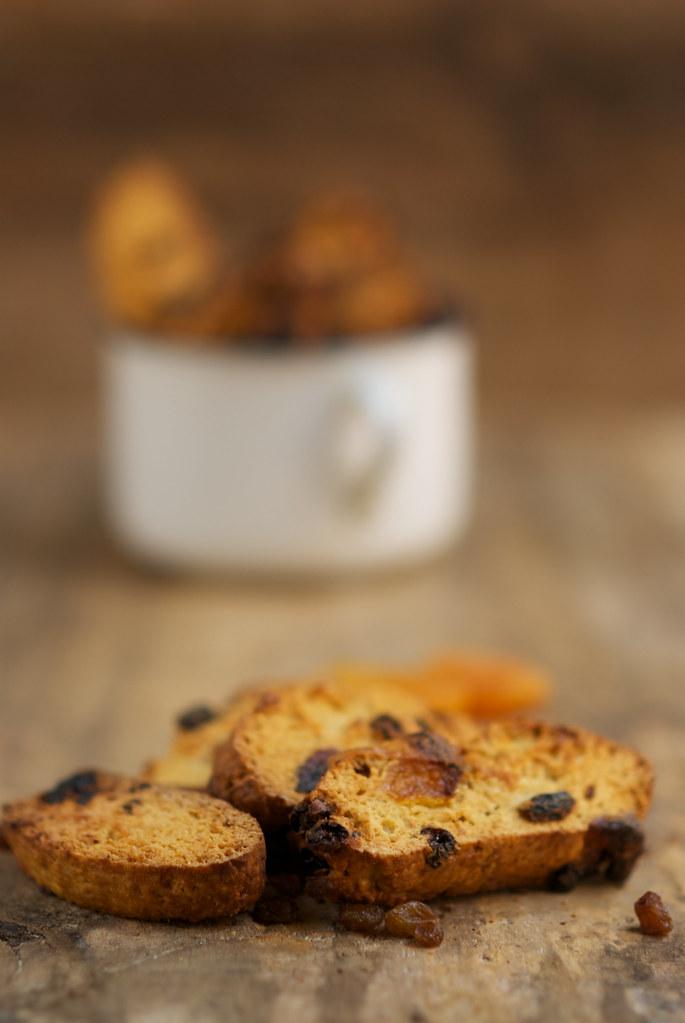 Carquiñolis / Biscotis de pasas de corinto y orejones