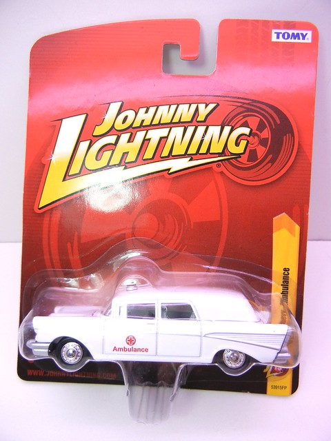 johnny lightning 1957 chevy ambulace (1)