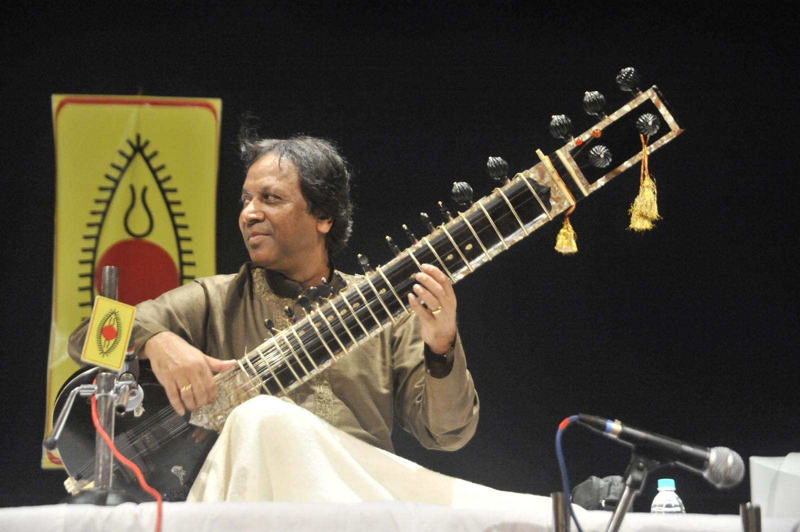 Sitar maestro Us. Shahid Pervez soothed the early hours