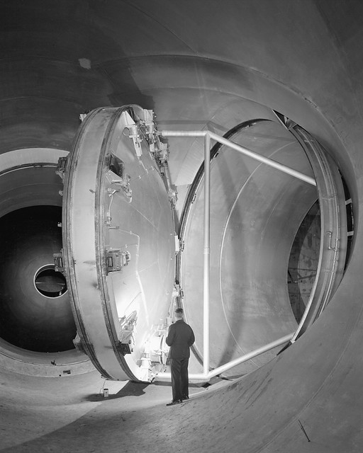 Swinging Valve for Supersonic Wind Tunnel