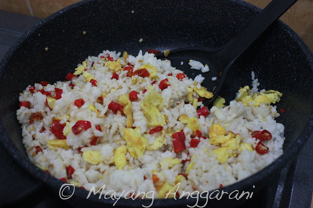 Garlic-chili fried rice: behind the scene