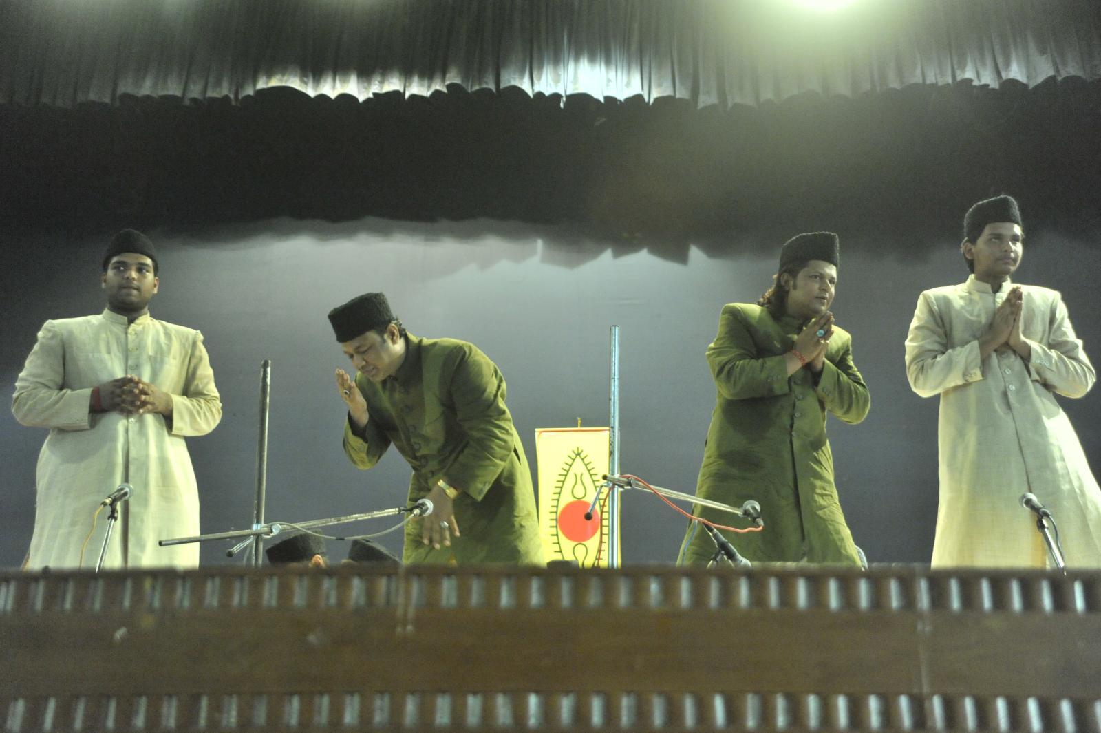 Shukriya, Adaab; Dhanyawad namaskaram to a standing ovatio