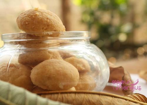 Almond Button, Serasa Makan Biskuit Bayi (3/3)