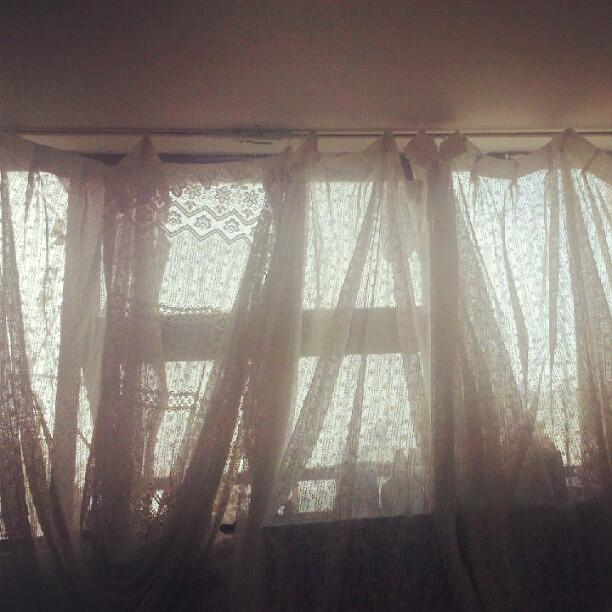 Estas cortinas no me defienden del sol. :(