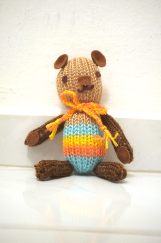 aina knitted a bear
