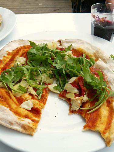Pizza with rocket & artichoke