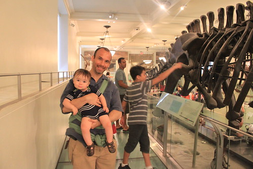 New York - American Museum of Natural History - Ryan and Sagan with Dinosaurs