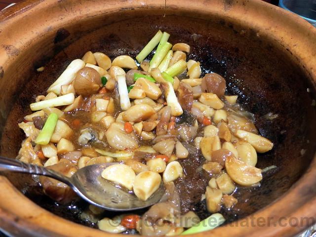 sizzling garoupa belly & head, dried bean curd skin in pot HK$98-001