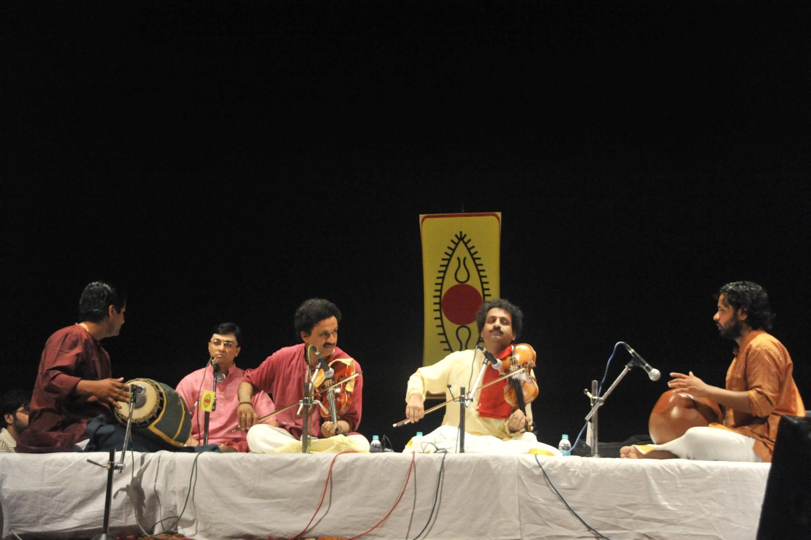 Violin virtuosos Mysore brothers