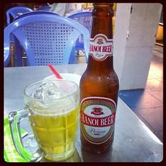 ขอจิบเบียร์ท้องถิ่นหน่อย เบียร์ฮานอย เอ๊ะ แต่ตอนนี้เราอยู่ โฮจิมินนิ. #PomVN..