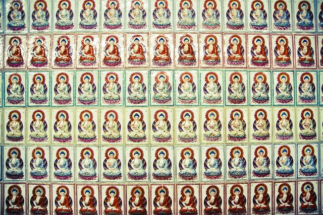 wall of buddhas