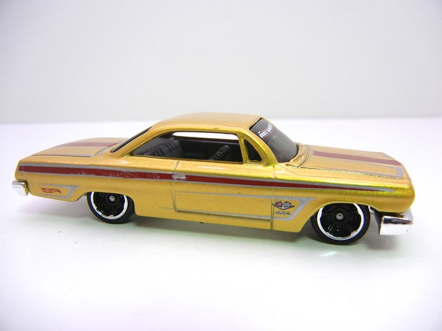 hot wheels '62 chevy gold (2)