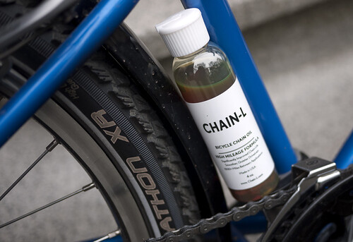 Applying Chain-L Oil