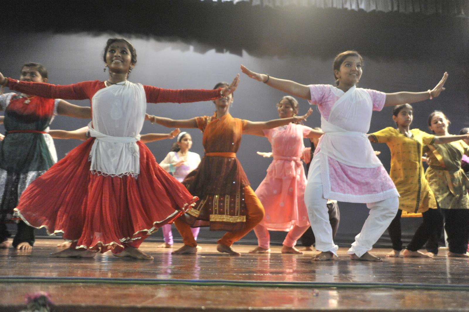 Students of The Dhananjayans (Bharatanatyam)
