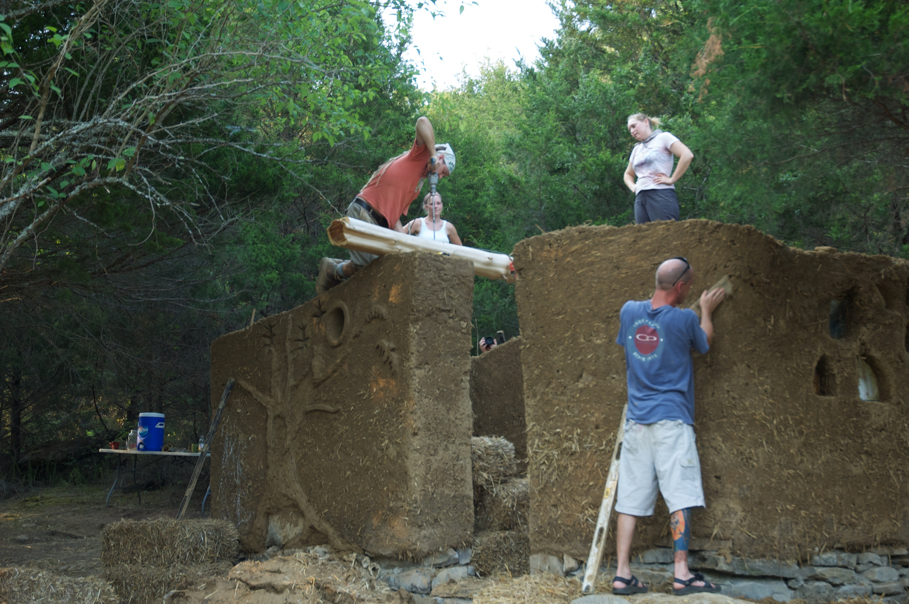 Photograph of cob natural building built during the ten day workshop.