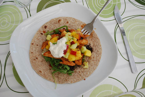 chicken fajitas with fruitsalsa by abris2009