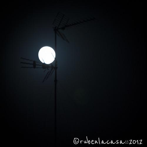 Sintonizando la Luna by rubenlacasa::2012
