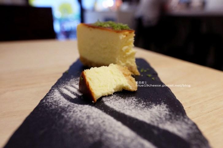28804066400 15088caa72 c - J.W. Cafe-放棄百萬年薪工程師的漂亮拉花拿鐵.甜點推薦乳酪蛋糕和貝果.近清真恩德元餃子館