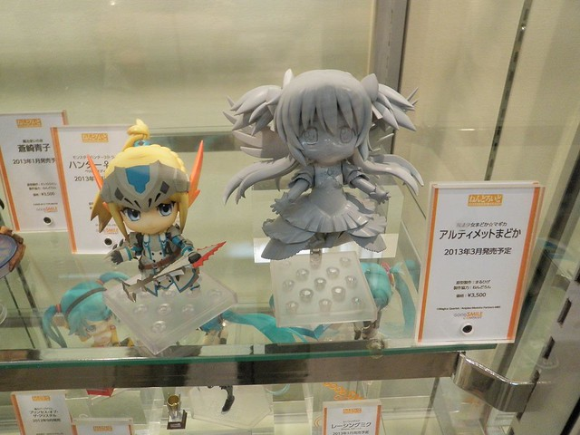 Nendoroid Ultimate Madoka (right)