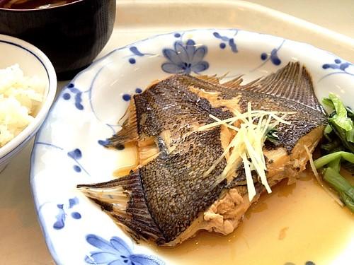 今日の社食はカレイの煮付け。450円。超和風(^-^)/