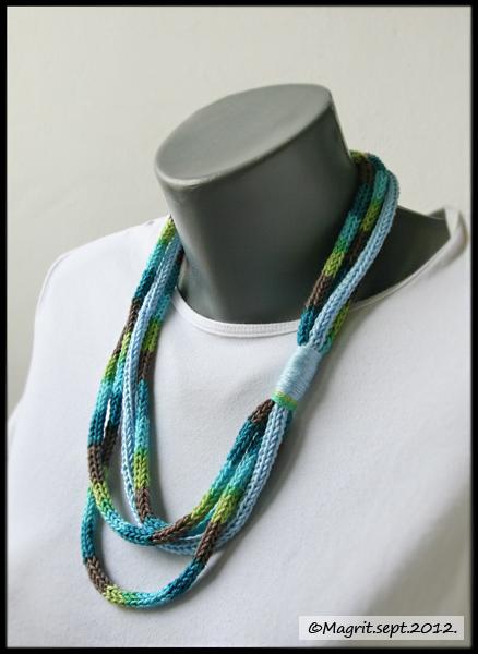 ogrlica plavo braon