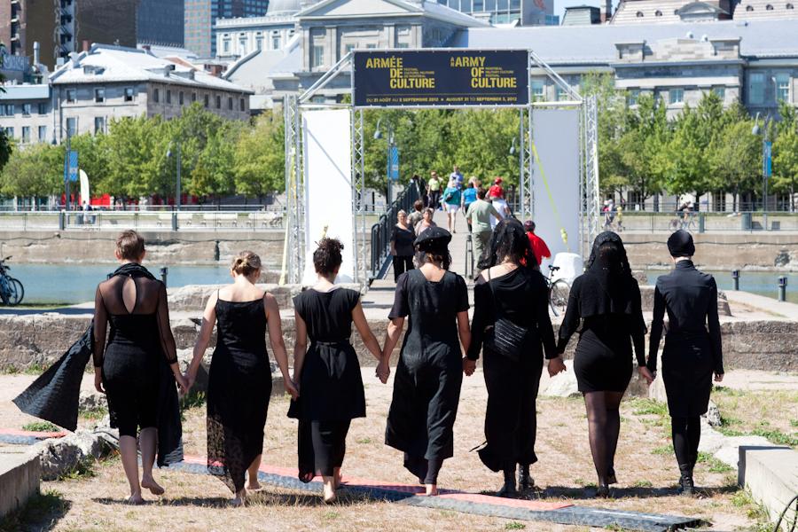 veuves aux miroirs, performance proposée par Rasili [Photos Thien V]