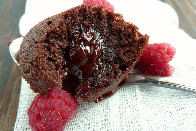 Moelleux au chocolat cœur framboise - aime & mange