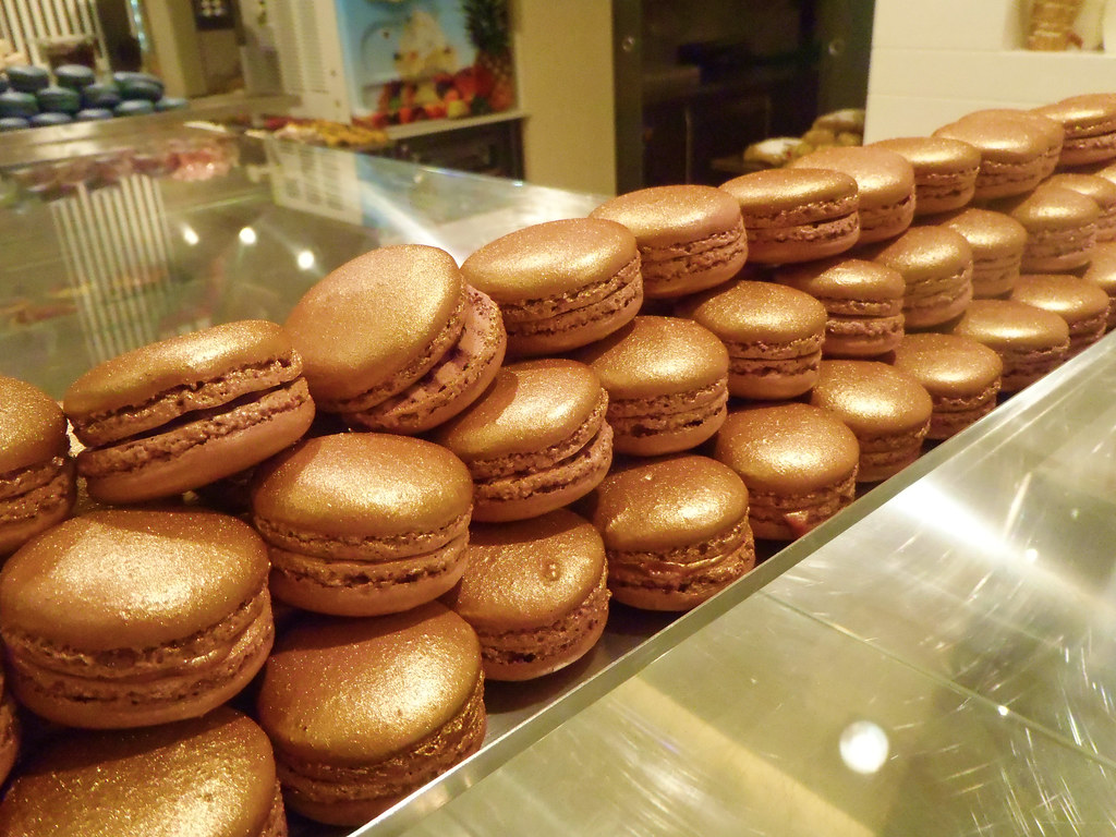 Golden macarons!